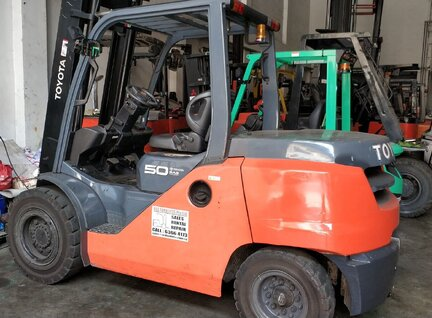 Used Toyota 8FD50N Forklift For Sale in Singapore