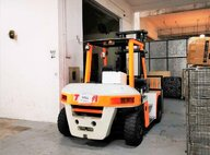 Used Isuzu FD70Z8 Forklift For Sale in Singapore